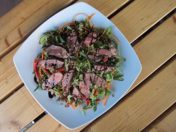 Thai biftek salata
